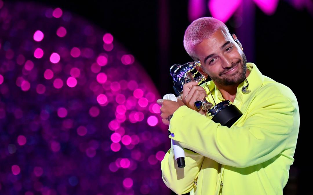 """Maluma gana """"Best Latin"""" y presenta su éxito """"Hawái"""" por primera vez en vivo en los MTV VMAs"""
